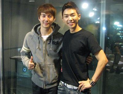 [صور]: كيم هيونغ جون مع كيفين عضو فرقة  Z:EA ..~