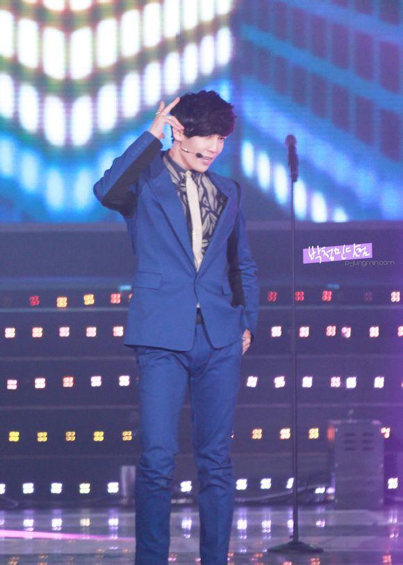 [صور]: بارك جونغ مين - أداءه في TVB غولدن فيفا المدهش في سيول [30.01.31]..~